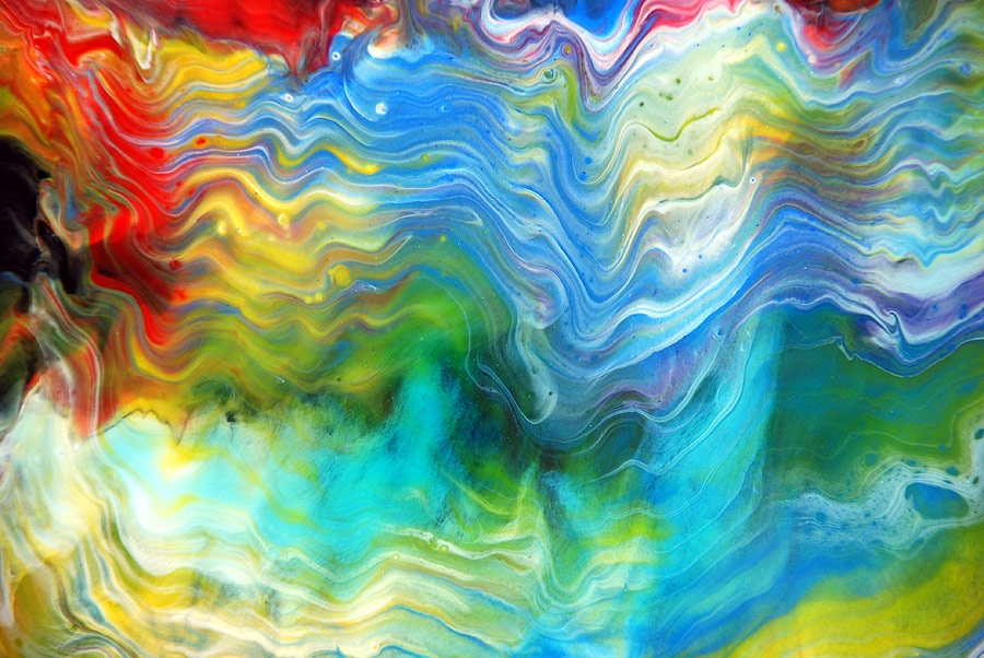 Rainbows of color in horizontal waves