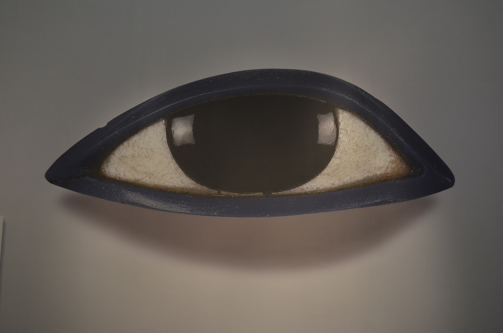 A figurine of an eye, in simplified and stylized form.