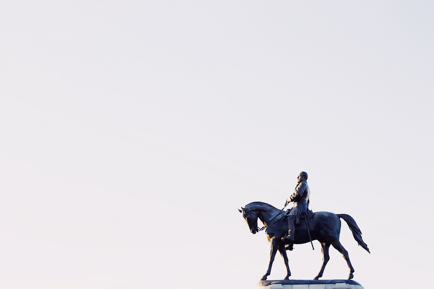 Image of a confederate statue in Richmond, VA of a man on a horse.
