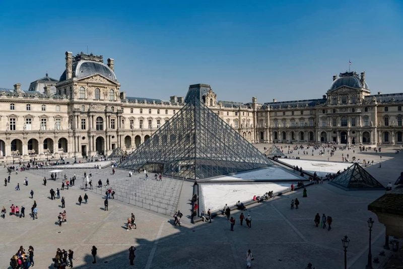 Image of the Louvre Museum