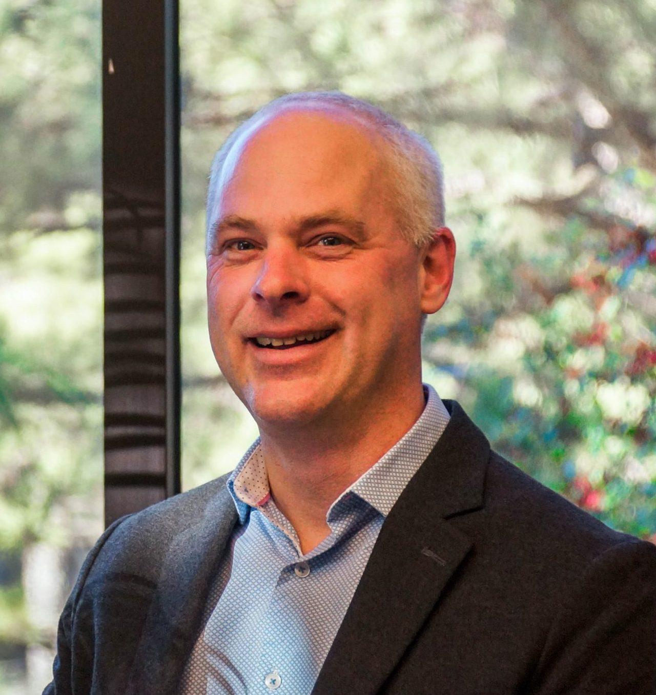 Headshot of Kevin Thompson